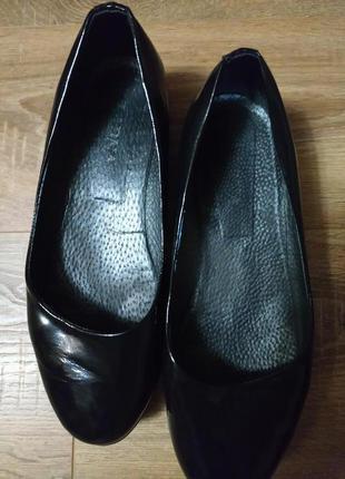 Классные стильные лаковые туфли на широкую ножку, размер 41