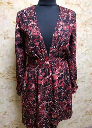Очаровательное платье , идеально подчеркивающее фигуру, размер l