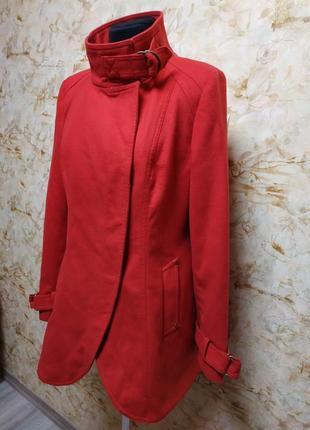 Стильное яркое фирменное пальто, размер 46-48