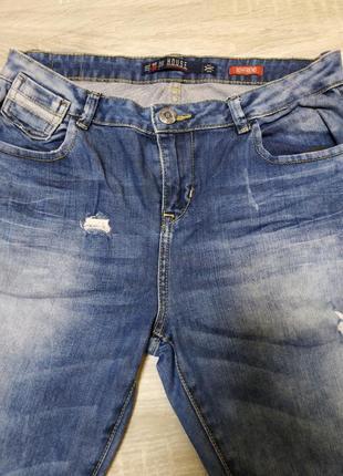 Очень стильные натуральные фирменные джинсы