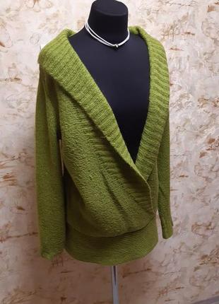 Очень  стильный свитерок. насыщенного  яркого цвета,  размер  ...