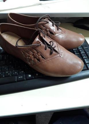 Крутые кожаные макасины , туфли на низком каблуке отclarks