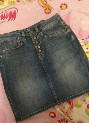 Фірмова джинсова юбка.