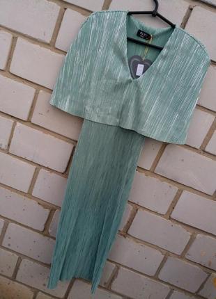 Новое плисырованое платье миди раз. м-l