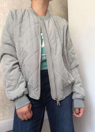 Серый демисезонный стеганый бомбер/куртка