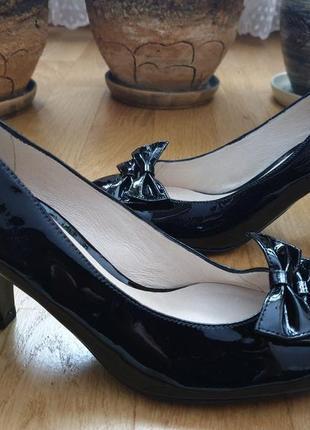 Кожаные лаковые туфли 37рр