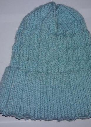 Вязаная мятная шапка с отворотом