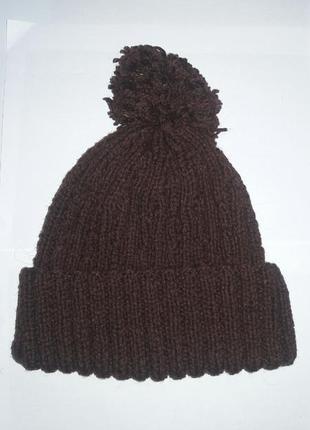 Коричневая шапка с отворотом