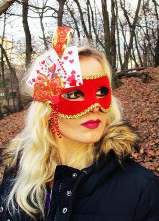 Карнавальная маска красной королевы