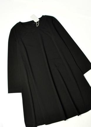 Идеальное свободное черное платье с длинными рукавами расклеше...