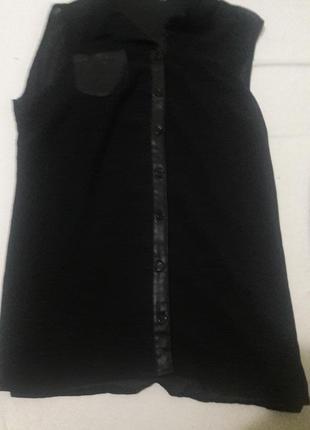 Черная блуза с кожаными вставками