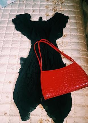 Платье черное с рюшами