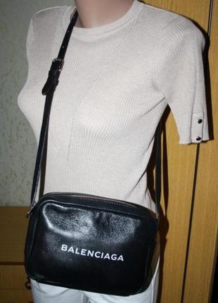 Стильная удобная сумка на молнии