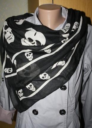Большой черный платок с черепами