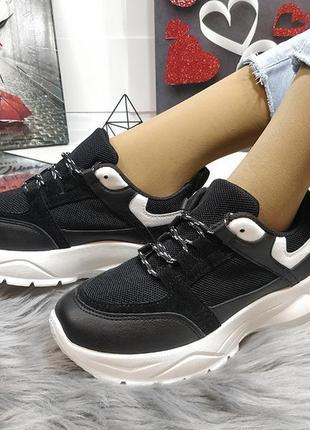 Стильные черные кроссы