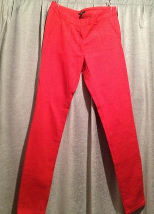 Оригинальные стрейчевые джинсы.056