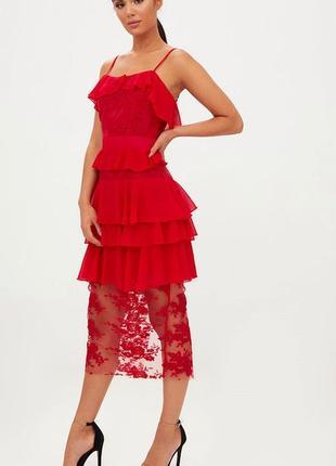 Нарядное яркое платье с рюшами и кружевом plt