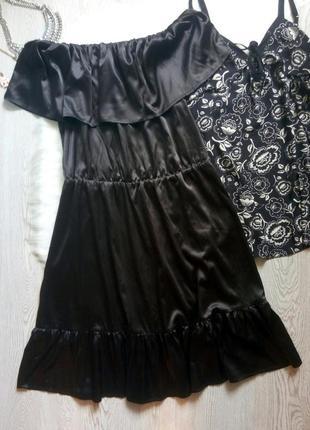 Черное шелковое атласное блестящее платье миди с рюшами открыт...