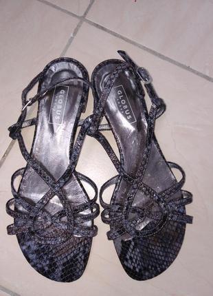 Кожаные босоножки globus shoes.