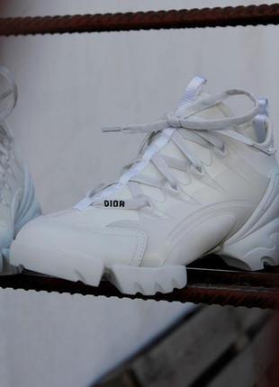 Шикарные женские кроссовки в белом цвете