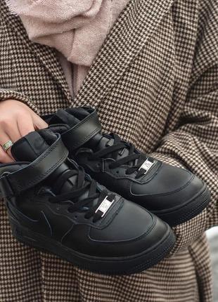 Шикарные  женские кроссовки nike (зима)