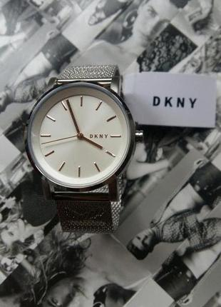 Новые часы dkny в фирменной коробке, гарантийным талоном