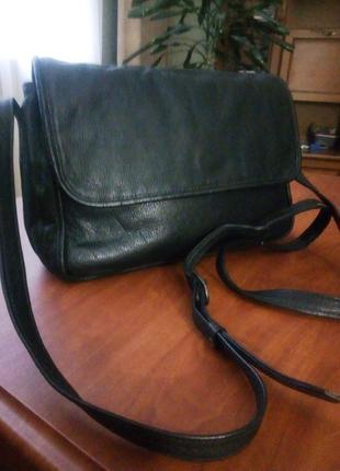 Кожаная сумочка на длинном ремешке кроссбоди