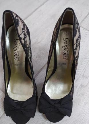 """Стильные туфельки с кружевом ф.""""new look"""" р.38 маломерят."""
