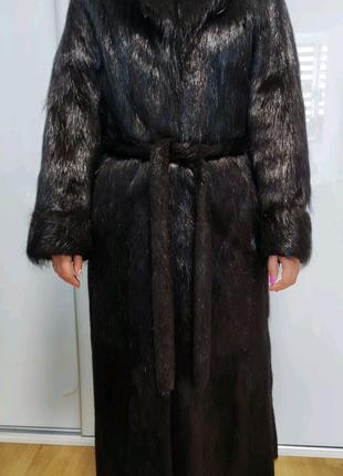 Жіноча шуба з нутрії