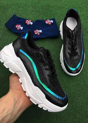 Кроссовки - чёрные с радужной полоской