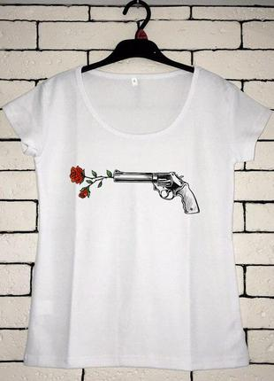 Женская футболка с принтом - выстрел, розы, футболка с рисунком