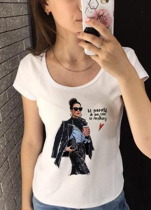 Женская футболка с принтом, футболка с рисунком - офисная леди