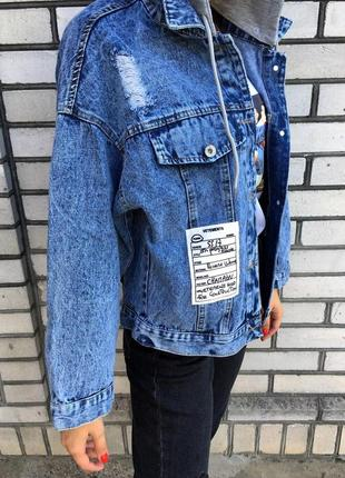 Джинсовая куртка - женская с капюшоном (синяя)