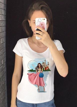 Женская футболка с принтом - красотка в розовом платье, футбол...