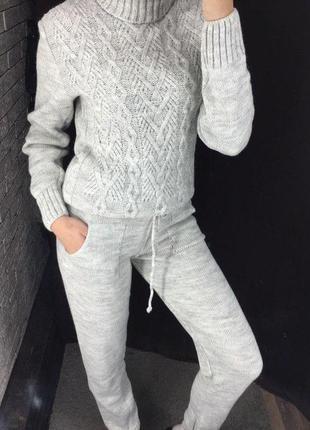Женский спортивный костюм - вязаный (серый)