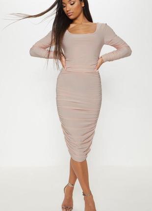 Пудровое миди платье с длинным рукавом присобранное нюдовое