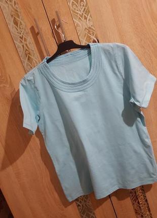 Базовая голубая футболка