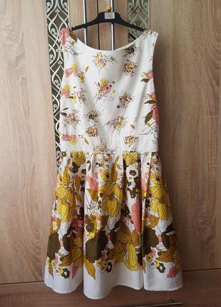 Стильное хлопковое платье в цветочный принт