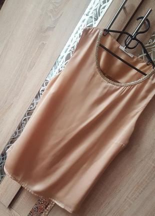 Шикарная блуза с декором и приоткрытой спинкой.