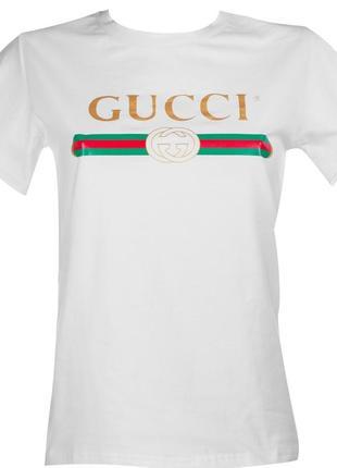 Трендовая бела футболка
