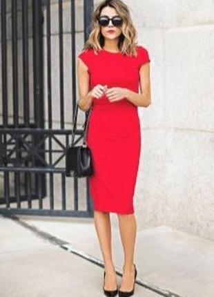 Красное повседневное миди платье по фигуре