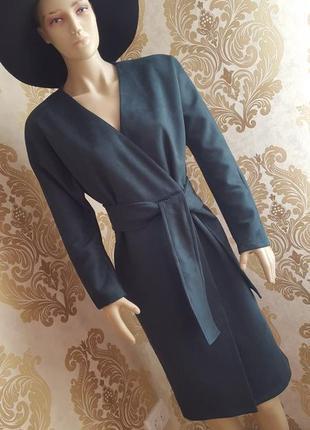 Нереальное замшевое платье на запах изумрудного цвета