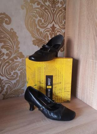 Кожаные туфли на удобном каблучке размер 41