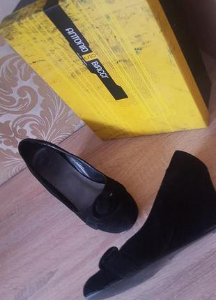 Базовые чурные туфли с пряжкой из натурального замша