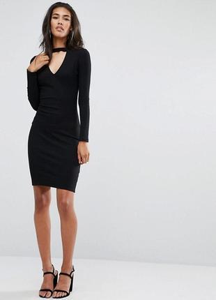 Базовое черное миди платье по фигуре в рубчик с чокером