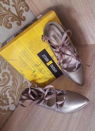 Стильные балетки-пуанты со шнуровкой из лент бронза