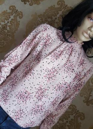 Нереальная женственная блуза в цветочный принт пудрового цвета