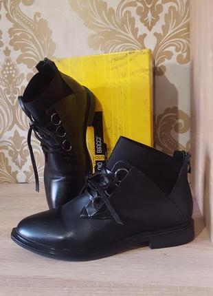 Актуальные ботиночки со шнуровкой,дезерты