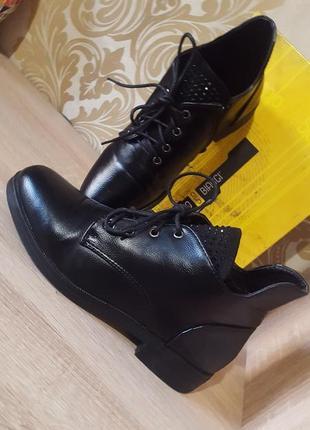 Базовые черные ботиночки со стразами