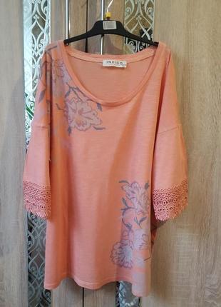 Красивая футболка с кружевом  в цветы